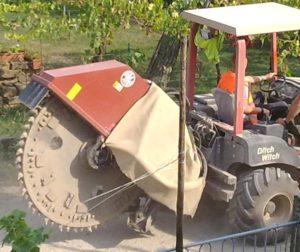 """Scavatrice minitrincea, una grande """"sega circolare"""" per l'asfalto"""